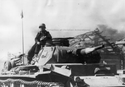 An all-Dunkelgrau Pz Kpfw III in Russia in 1941.