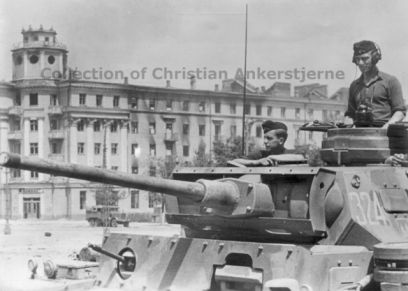 Pz Kpfw III in Russia in 1942, with a two-tone camouflage pattern.