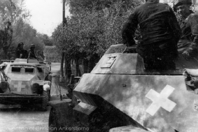 Sd Kfz 222 and Sd Kfz 223 with solid Balkenkreuze.