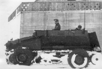 Sd Kfz 254 in the snow, in its original Dunkelgrau base color.