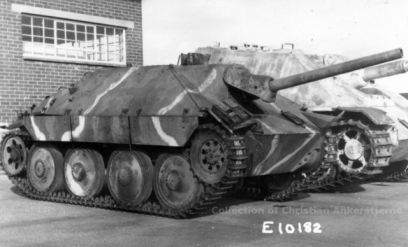 Captured Jagdpanzer 38, in what looks like a Dunkelgrün base, with a Dunkelgelb and Rotbraun pattern.